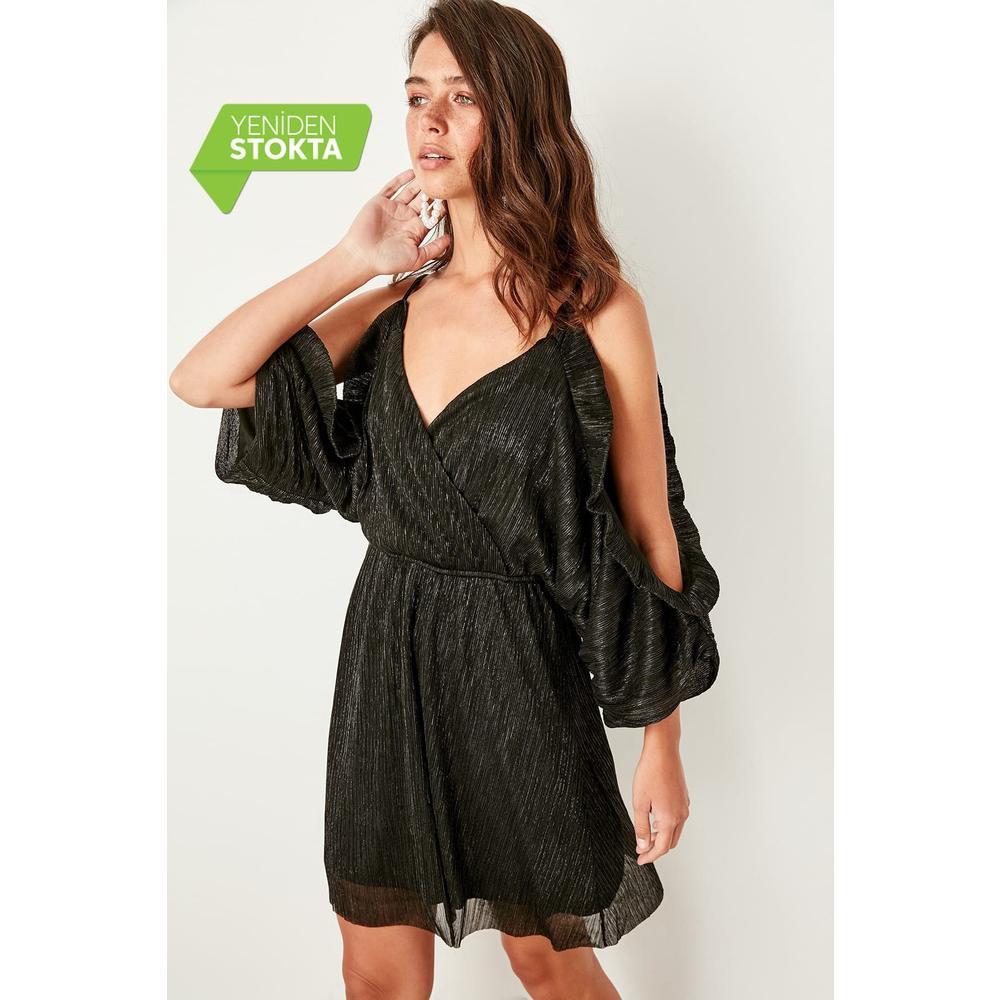 d7370a083ae70 En Ucuz Trendyolmilla TPRSS19BB0125 Siyah Kruvaze Yaka Elbise Fiyatları